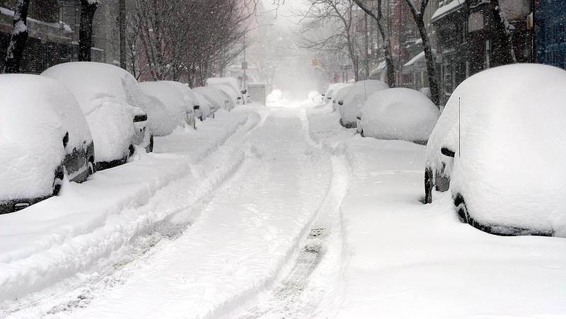 Közlekedési káoszt okozott a havazás Németországban
