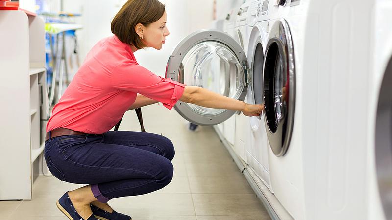Megváltoznak a háztartási gépek energiacímkéi - jelentős visszaminősítések is lesznek