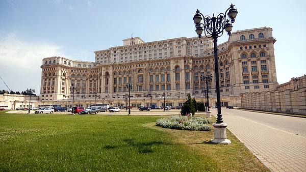 Kormányválság Romániában: az államfő kiállt a miniszterelnök mellett