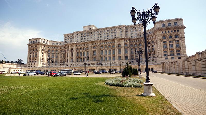 Rosszallja a román adóztatást az ECB