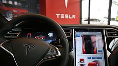 Felrobbant egy Tesla Moszkvában