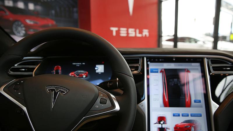 Nagy kirúgásokba kezd a Tesla