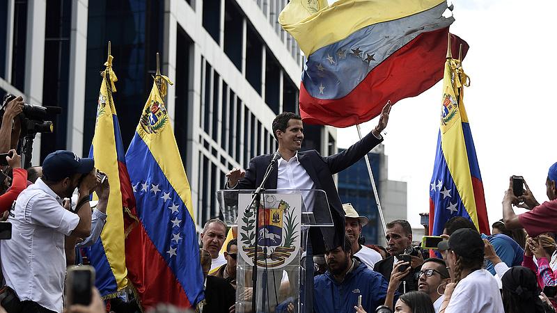 Százezres tüntetés Venezuelában - Madurónak mennie kell?