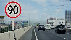 Autósok, figyelem! - Országszerte változtak a sebességhatárok