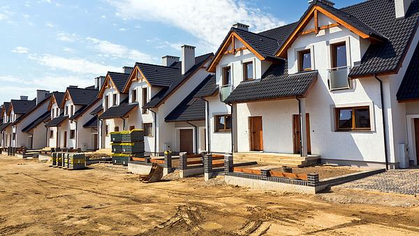 Beszakadtak a régiós ingatlanbefektetések, Magyarországon más kifutással számolnak