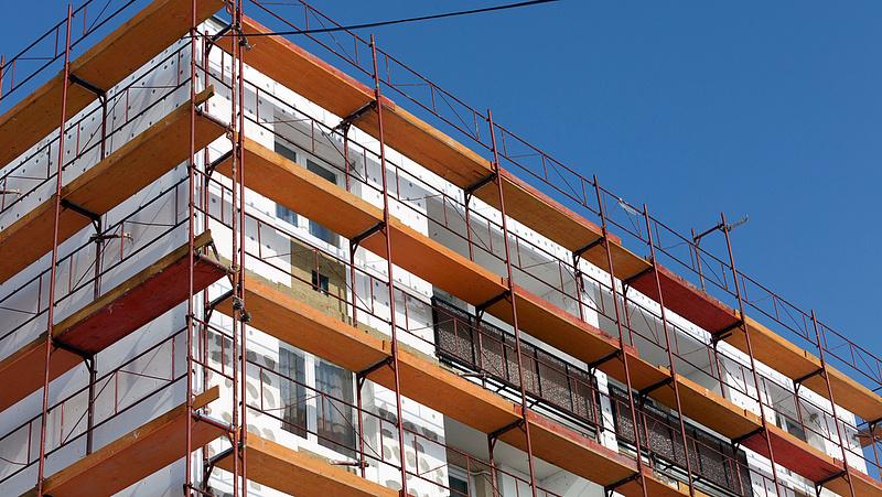 Májusban csökkent az építőipari termelés az EU-ban