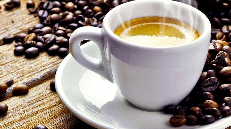 Prémiumból bébiételt nem, kávét annál inkább vesz a magyar