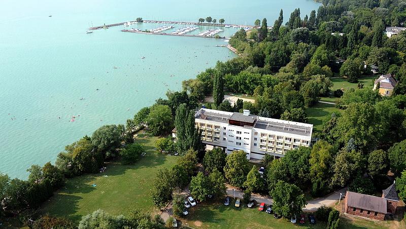 Nagy változás a Balatonnál: Mészáros-Tiborcz-köréé lett az ismert üdülő és kikötői
