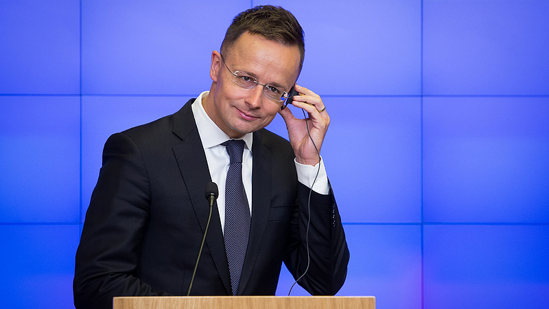 Szijjártó visszaüzent Junckernek