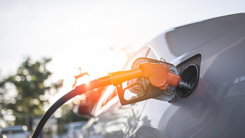 Szerdán is maradnak az üzemanyagárak