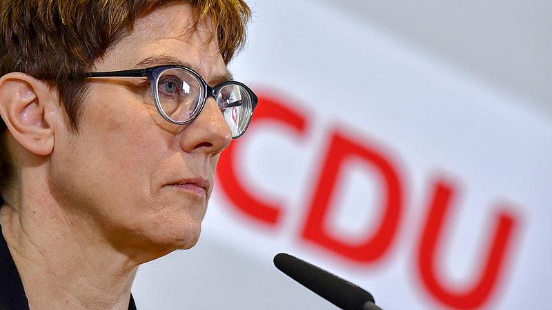Teljes zűrzavar Merkel pártjában: kenyértörés jön?