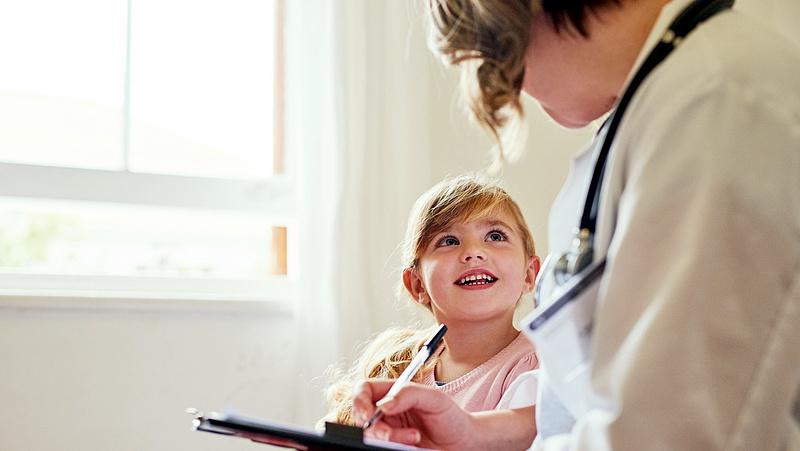 Koronavírus: el kellene kezdeni a gyerekeket is oltani