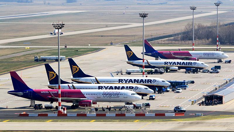 Több járatát törli a Wizz Air szombattól