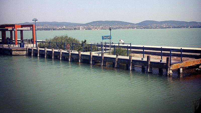 Akkora eső jön, hogy muszáj ereszteni a Balatonból