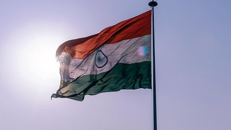 Elit klubba lépett India