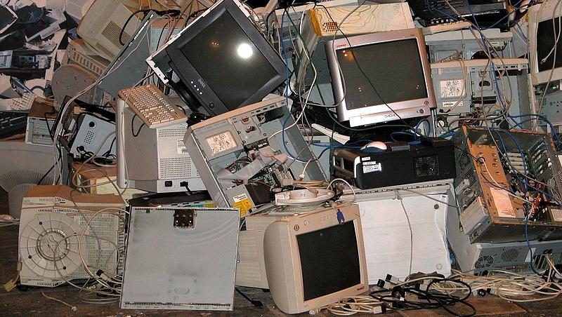 Elképesztő mennyiségű elektronikus hulladékot termel az emberiség