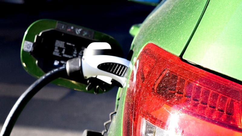 Egyre több helyen lehet tölteni az elektromos autókat