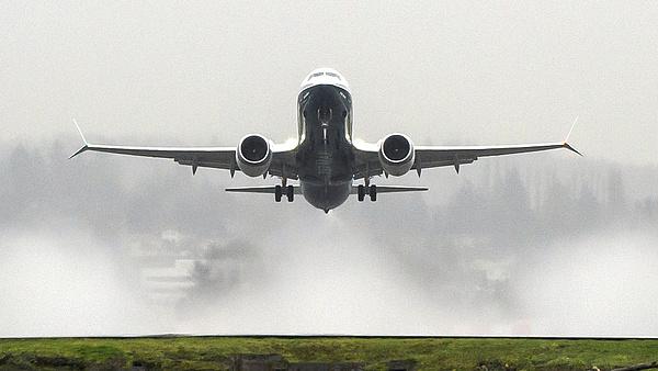 Újra veszik a Boeinget, a légikatasztrófák miatt korábban tilalommal sújtott gépét