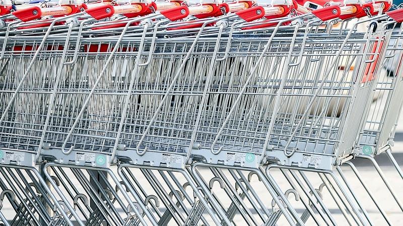 Így kerülik ki a boltzárat egyes áruházak