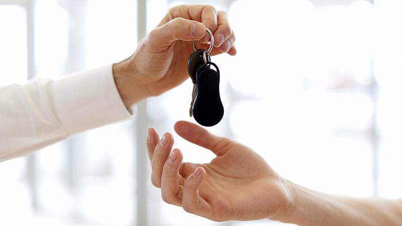 Jogszerűen tarthatja magánál a törzskönyvet a gépjármű finanszírozója