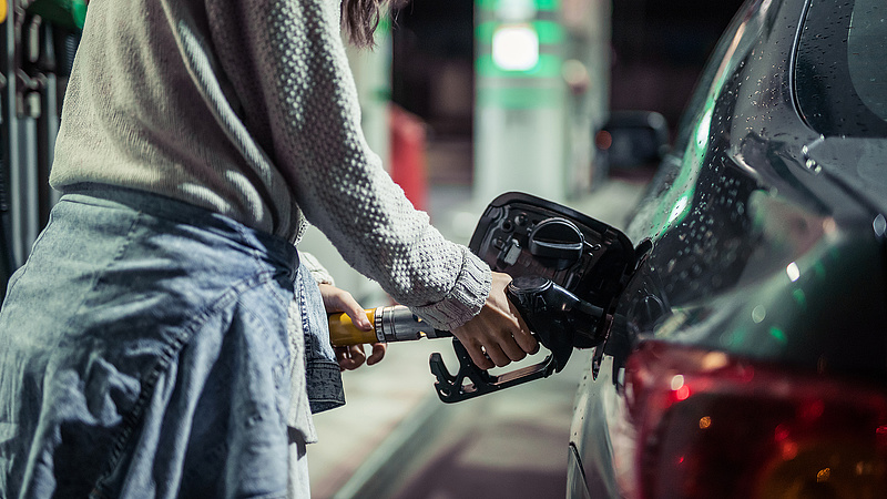 Szerdától újra ugrik az üzemanyagár
