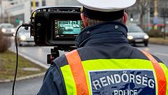 Megszállja az utakat a rendőrség - fokozott ellenőrzés lesz az egész országban