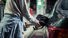 400 forintos benzinárra ébredhettek az autósok