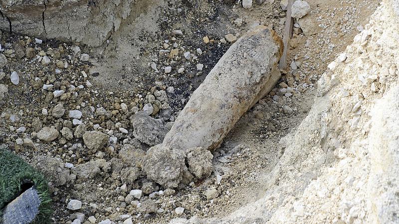 Hatástalanították a bombákat - megindulhat a forgalom a BAH-csomópontnál