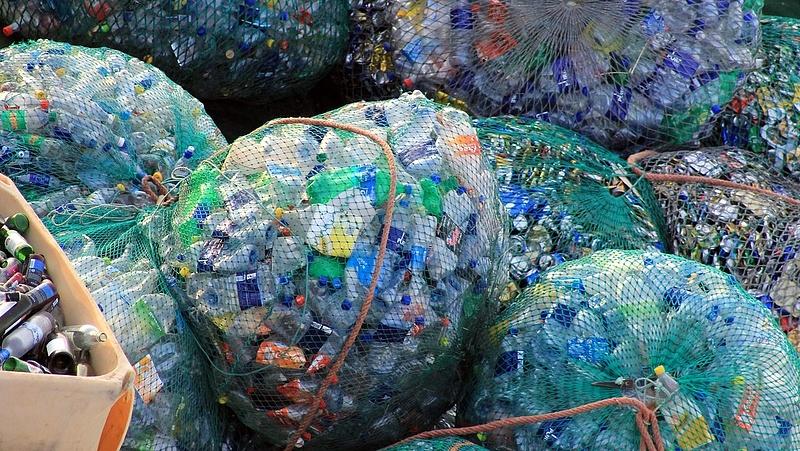 Alapjaiban változik meg a műanyagflakonok kezelése