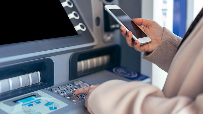 Mennyit fizetünk a bankszámlákért? - Teljes fordulat jöhet