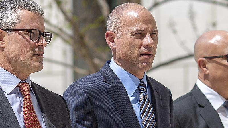 Trump pornós vádlójának ügyvédjét vádolják