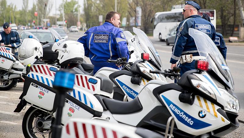 A Wallis szállít motorkerékpárokat a rendőrségnek