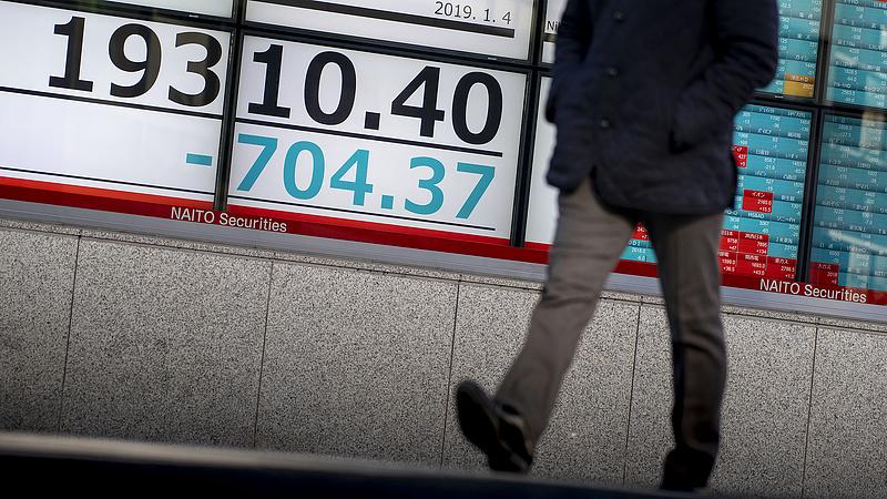 Zuhantak az ázsiai tőzsdék, drágul az olaj