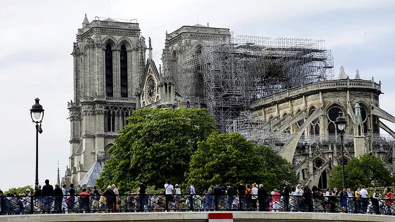 Üres beszéd volt csak a milliárdosok felajánlása a Notre-Dame felújítására?