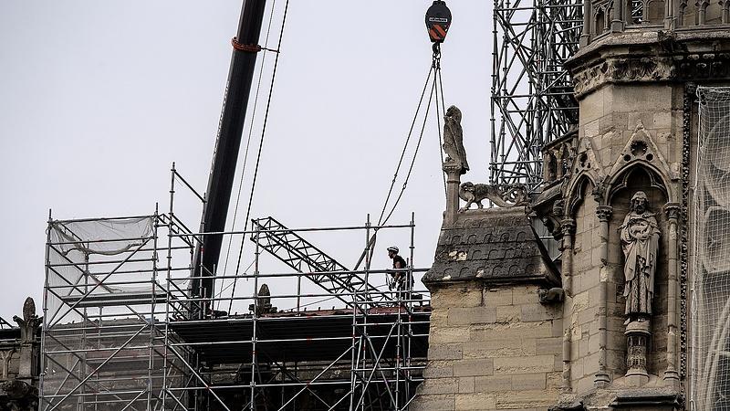 Notre-Dame: elismerték, dohányoztak a felújításon dolgozó munkások