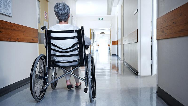 Minden kórházban és szociális intézményben látogatási tilalmat vezettek be