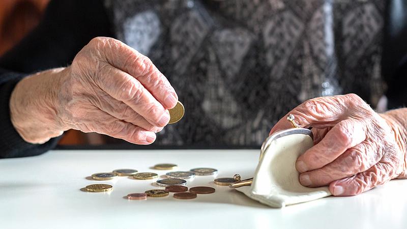 Belevennék a nyugdíjemelésbe a keresetek növekedését is