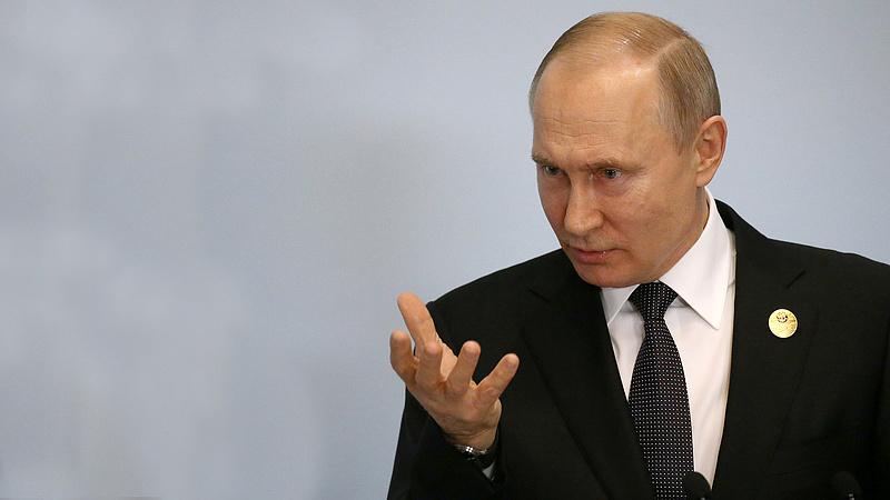 Putyin, ha lassan is, de elindult a lejtőn - magyarázkodik a Kreml