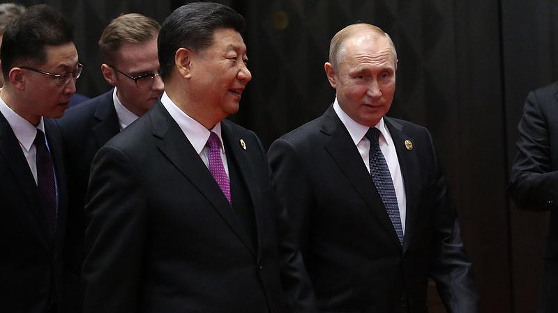 Új barátra lelt Putyin - halálos lehet az ölelése