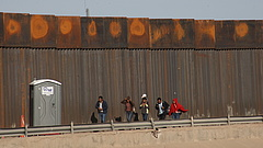"""""""Úgy tekintenek rá, mint a migránsok elnökére"""", rekord a határátlépéseknél az USA-ban"""