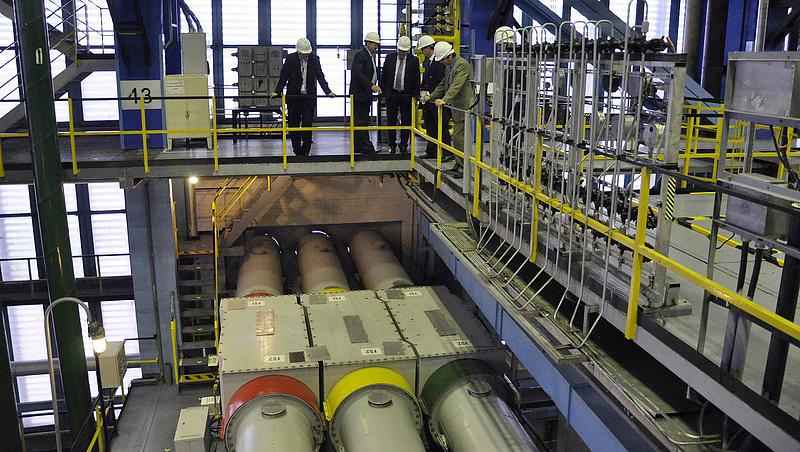 Újabb fél reaktornyi erő szállt el Pakson