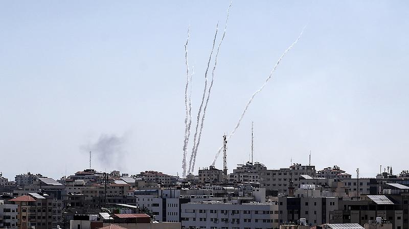 Több mint száz rakétát lőttek ki Gázából Izraelre