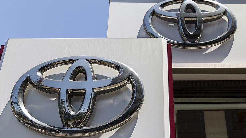 Új Toyota terepjárókkal védik a magyar határt