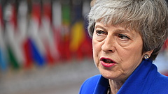 Keményen üzent Theresa May az EU-nak