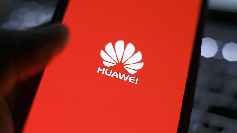 Üzent a Huawei-vezér