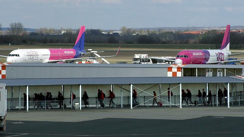 Megszületett a reptéri bérmegállapodás