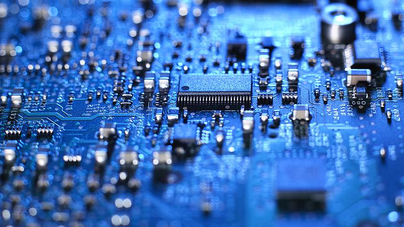Szorosan fogja a Big Tech kezét az amerikai kormány