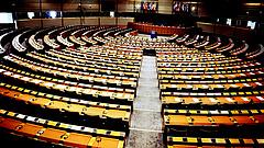 Az EP ragaszkodik a szigorhoz a helyreállítási alap pénzeinek elköltésénél