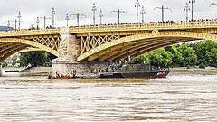 Dunai hajóbaleset: szinte lehetetlen körülmények között kell kiemelni a roncsokat