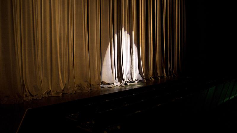 Riasztás érkezett a Vígszínháztól - minden jegyvásárlót érint